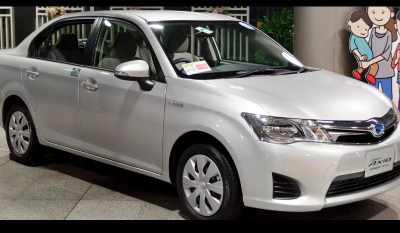 Toyota Corolla Axio Hybrid full